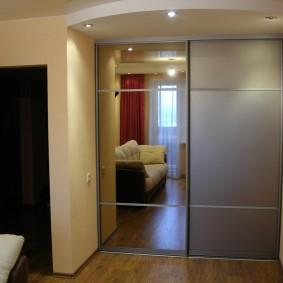 Встроенный шкаф-купе для верхней одежды
