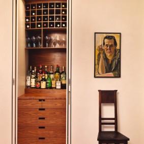 Барн для крепких напитков в нише стены