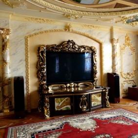 Декор телевизионной зоны в гостиной стиля барокко