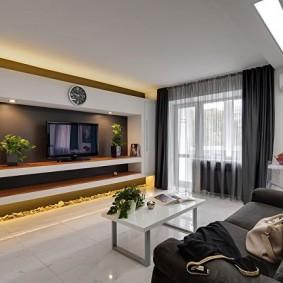 Подсветка встроенными светильниками ниши с телевизором