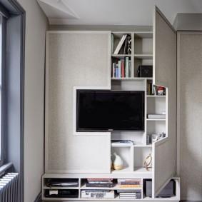 Специальный шкаф в телевизионной зоне гостиной