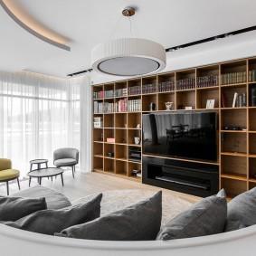 Встроенный телевизор в просторной гостиной
