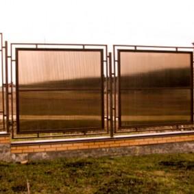 Ограждение садового участка полупрозрачным забором