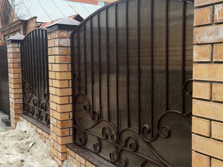 забор кованый с поликарбонатом фото ограды остаются самым