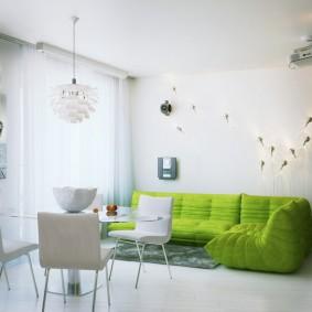 Бескаркасный диван зеленого цвета