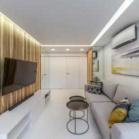 Парящий потолок в узкой гостиной