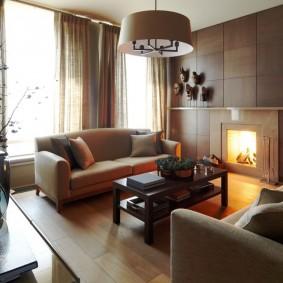 Уютная гостиная с камином и двумя диванчиками