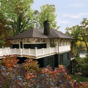 Загородный дом с террасой на верхнем этаже