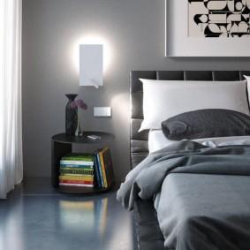 Ночник на стене спальни в современном стиле