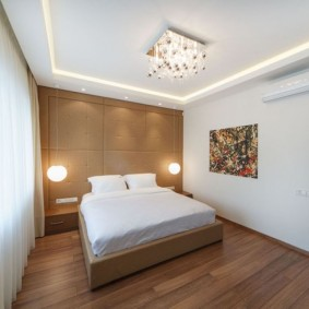 Прямоугольная спальня с красивым дизайном