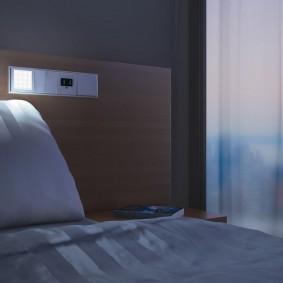 Встроенные розетки в спинке кровати
