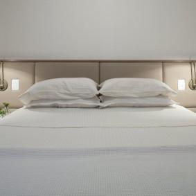 Светлая спальня с комфортным освещением