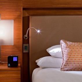 Светодиодный светильник у изголовья кровати