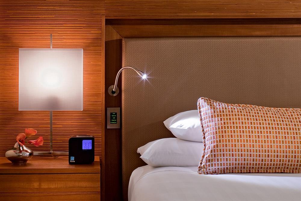Розетки и выключатели в спальне фото