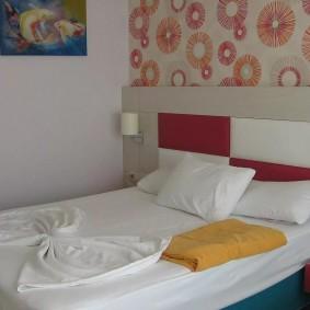 Уютная спальня с удобной кроватью
