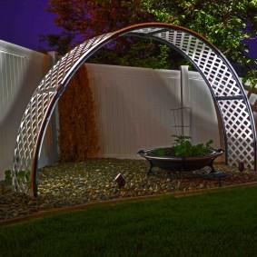 Современная арка из полимерного материала