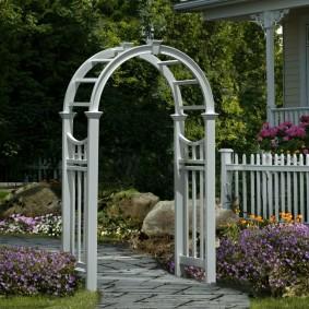 Практичная арка из качественного пластика