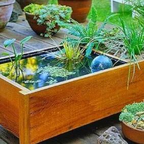Декоративный водоем из старой мебели