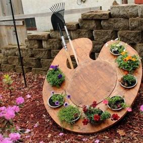 Оригинальная подставка для садовых цветов