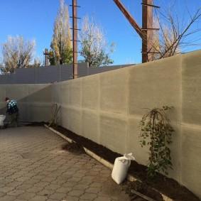 Сплошная ограда из плоских шиферных листов