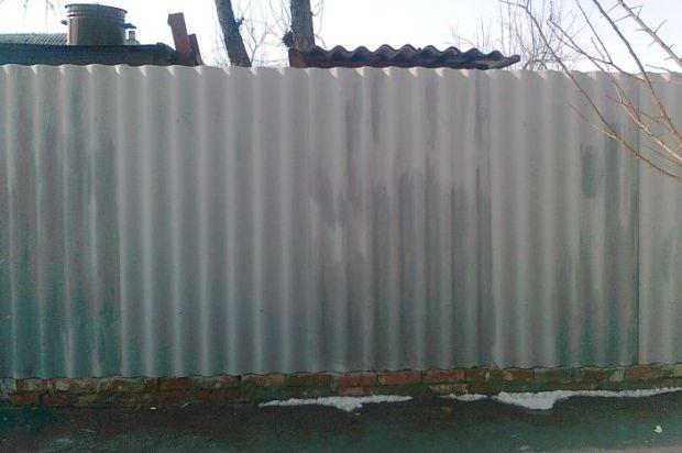 забор из шифера волнового фото который остался кадром