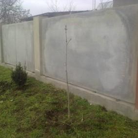 Забор из шифера на ленточном фундаменте