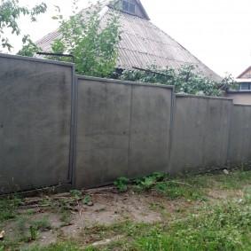 Ограждение участка забором с рамками из уголков