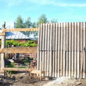 Крепление шиферных листов на деревянных прожилинах