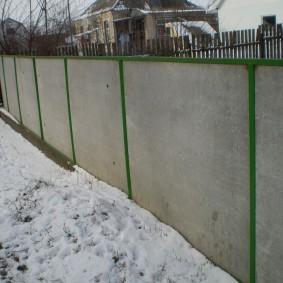 Дачный забор с металлическим каркасом