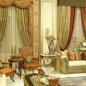 Декор окон роскошными шторами в стиле барокко