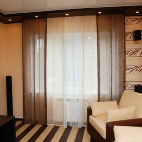 Декорирование окна полупрозрачным тюлем