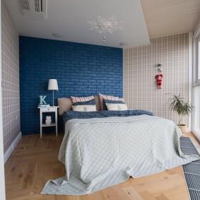Контрастные стены в небольшой комнате
