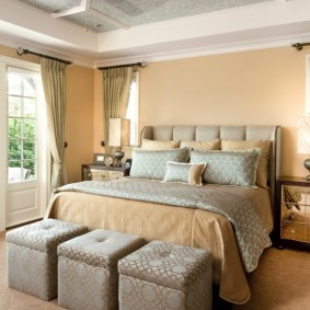 Комфортная спальня с удобной кроватью
