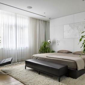 Живые растения в интерьере спальни площадью 18 квадратов