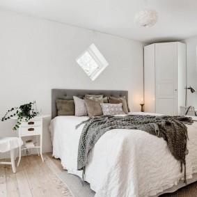 Угловой шкаф в спальне скандинавского стиля