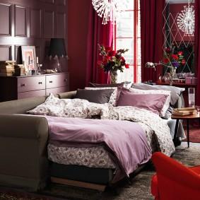 Раскладной диван в небольшой спальне-гостиной