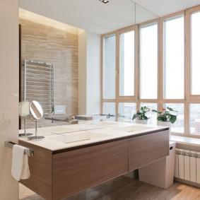 Подвесная тумба в ванной с окном
