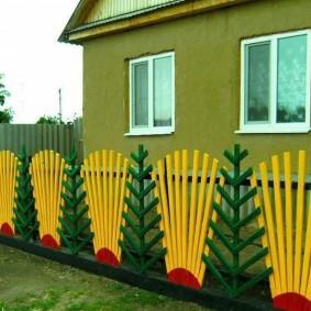 Красивый забор оригинального дизайна