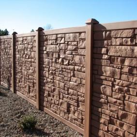 Железобетонный забор с имитацией природного камня
