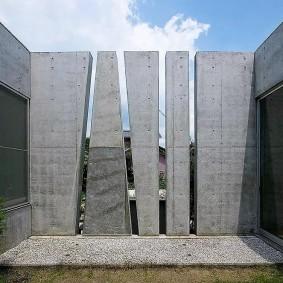 Железобетонный забор в стиле хай-тек
