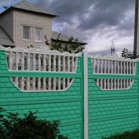 Зеленый забор из сборных секций