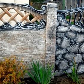 Железобетонный забор с декором под старину