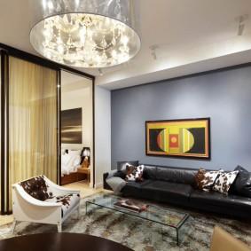 Стильный диван черного цвета