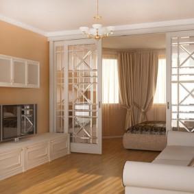 Белый потолок в квартире с бежевыми стенами