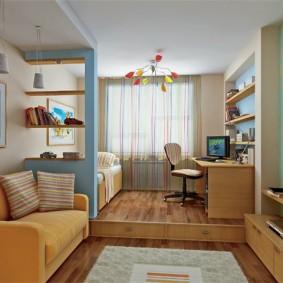 Детская зона на невысоком подиуме в гостиной комнате