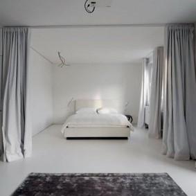 Спальная зона в квартире стиля минимализма