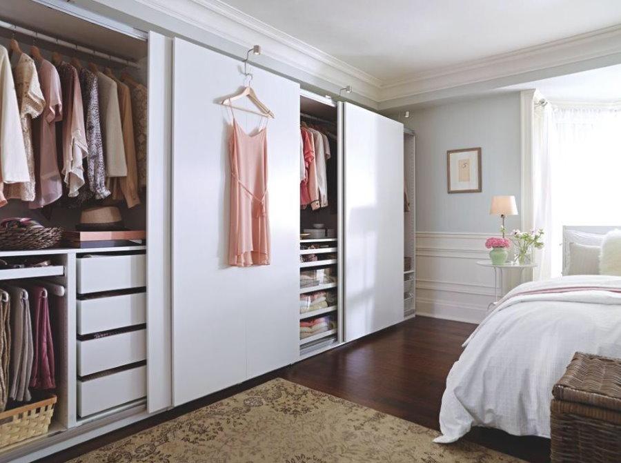 Обустройство гардероба в спальне площадью 18 кв метров