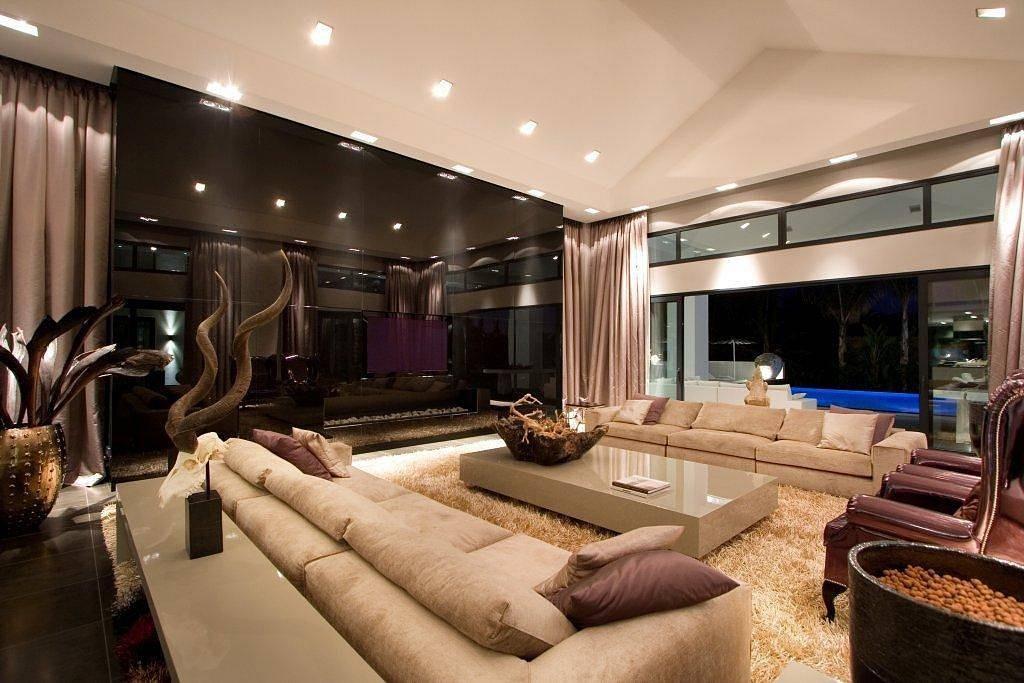 Шикарная гостиная в двухуровневой квартире