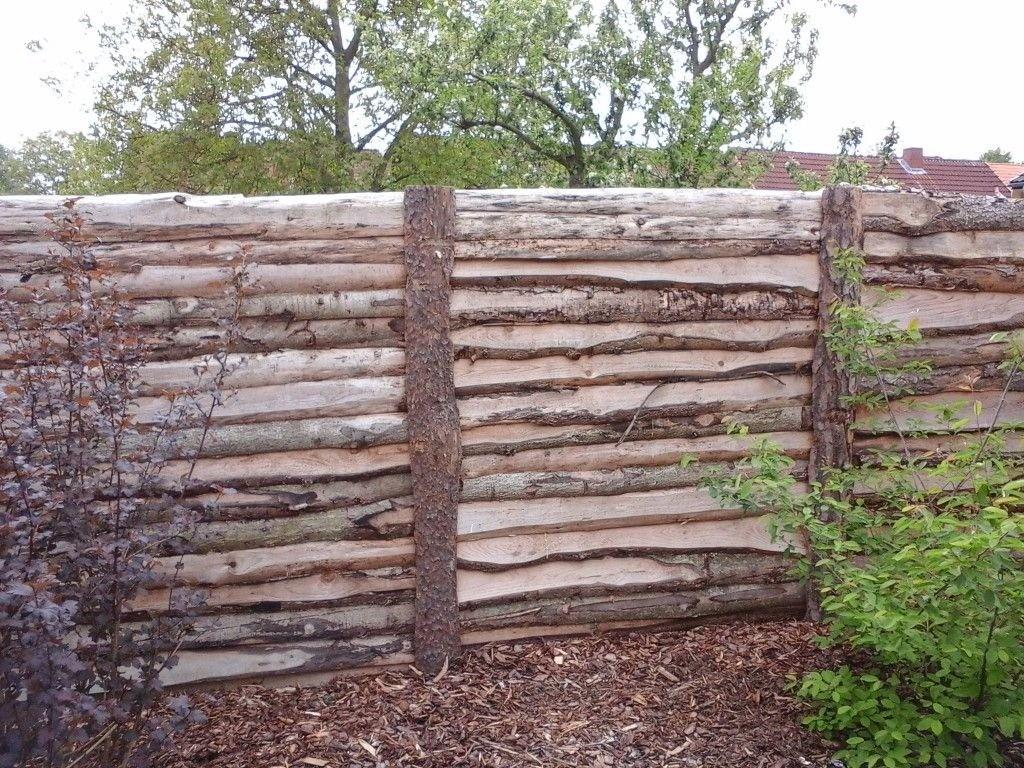 Оригинальный забор из горбыля с остатками коры