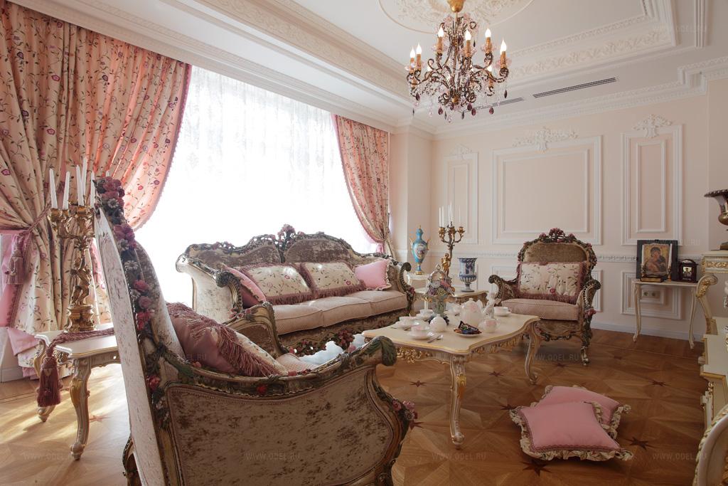 коричневый диван в гостиной барокко
